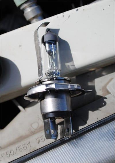 Галогеновая лампа Philips H4 со шторкой